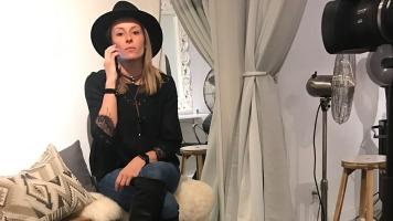 La propriétaire du salon de coiffure le Local B, Véronique Beaupré, doit parler une à trois fois par semaine avec la créatrice de contenue qui gère la page Instagram du salon.