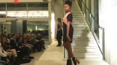Des mannequins ont défilé sur le podium lors du défilé Qréations le 10 février 2017 au Musé d'art de Joliette dans une salle remplie de spectateurs attentifs. Photos: Sara Iulia Popescu.