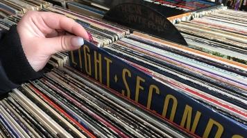 Les amoureux de musique se tournent vers le vinyle pour sa qualité de son supérieure et pour l'esthétique de l'objet.