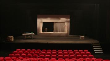 Plusieurs acteurs devront faire du théâtre afin de se faire connaître au Québec.