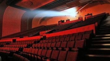 Le public va de moins en moins voir des films québécois au cinéma.