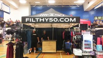 La compagnie québécoise de vêtements de Crossfit Filthy 50 se déplace aux compétitions locales pour se faire connaître.