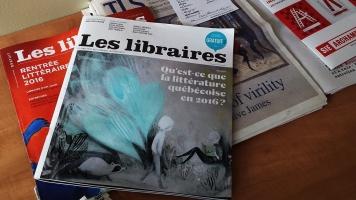 Les bibliothèques publiques sont partenaires des librairies et des nouvelles technologies, elles offrent un service gratuit et plus personnalisé pour correspondre à leurs usagers.