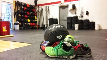 Le Crossfit incite les athlètes à consommer des produits et de l'équipement de marque spécifique.