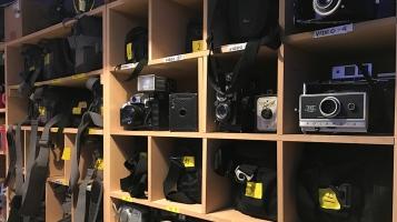L'École secondaire Armand-Corbeil est l'une des seules écoles qui offrent aux élèves de développer eux-mêmes leur photos dans une chambre noire.