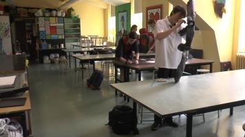 Les élèves arrivent plus tôt à l'école pour continuer leurs projets.