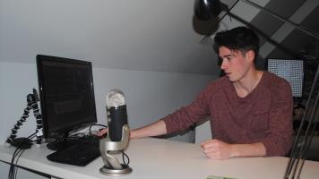 Le youtuber William Nadon se prépare à tourner une capsule.