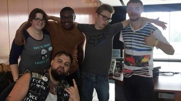 Une partie des étudiants animant une émission à CNRV. De gauche à droite, Arielle Forget, Anthony Gagnon, Clancy Nsimba-Mpiana, Thomas Bourgoin et William Jr. Bowes. Photographe: Ariane Maillet.