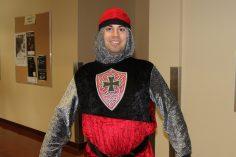 Vincent Laframboise, déguisé en chevalier.