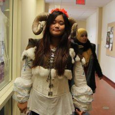 3e prix : Brenda Phosavath, déguisée en médiéval.