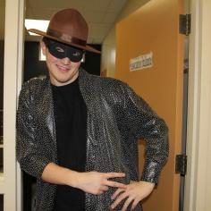 Samuel Venosa, président de l'association étudiante, déguisé en détective Zoro.