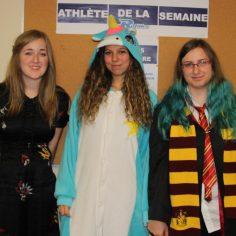 De gauche à droite, Daphné Ouellet, déguisée en poupée, Mégane St-Hilaire-Syméon, déguisée en Licorne et Joannie Rioux, déguisée en élève de Poudlard.