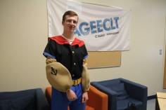 Justin Vézina, responsable de la vie étudiante à l'asso, déguisé en Popeye.