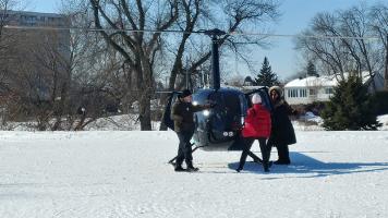 Une des activités la plus demandé était l'hélicoptère. Présente toute la journée, il était possible de faire un petit tour en suivant bien les consignes de l'animateur. Le Festival feu et glace offrait plusieurs festivités dont celle-ci, le 18 février. Photos: Véronique Lehoux.