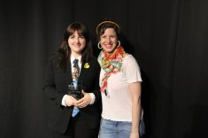 Prix Distinction Asso étudiante : Alexandra Barbeau-Arial accompagnée de la responsable du groupe, Joëlle Prud'homme-Richard.