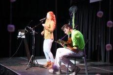 Une prestation de Rosemary Chevrier accompagnée de son guitariste, Alexandre Carrière.