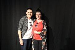 Prix Distinction Projet Caméléon : Anne-Sophie Payant accompagnée de la Technicienne éducation spécialisée, Chantale Lapointe (gauche).