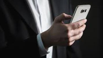Les outils de communication évoluent et permettent de partager rapidement sur les réseaux sociaux. Photo : image libre de droit.