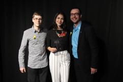 Personnalité féminine de l'année : Chloé Grenon (centre) accompagnée de Adam Varin (gauche) et de Maxime Houle (droite).