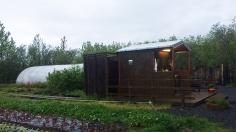 9 juin: Mosskogar Camping à Mosfellsdalur | Les seuls désavantages pour ce camping étaient que des gens avaient mis leur tente dans la salle commune, donc il était impossible de rester dans celle-ci tard le soir. De plus il y avait deux jeunes femmes qui ont dû dormir sur notre terrain de camping et elles parlaient très fort. 7/10 Photo: Myriam Desmeules.