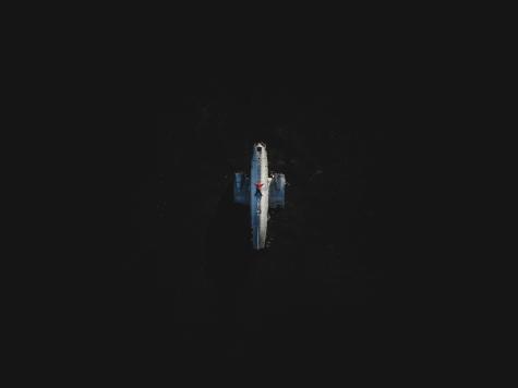 Le 21 novembre 1973, un avion de la United States Navy devait se poser d'urgence en raison d'une accumulation de glace sur la carlingue. La marche d'une heure pour s'y rendre nous fait remarquer à quel point la température de l'Islande est impitoyable.