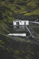 Seljavallalaug a été construite en 1923, ce qui en fait la plus ancienne piscine du pays. On construisait ces piscines pour donner des cours de nage puisque beaucoup d'Islandais à l'époque ne savaient pas nager.
