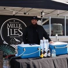 Un kiosque de bière de la Brasserie Mille-Îles était également sur place pour offrir aux adultes de délicieuses boissons alcoolisées. Photo: Thomas Bourgouin.