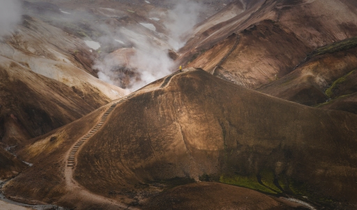 Les Kerlingarfjöll sont des volcans d'Islande formant un massif montagneux à 1 477 mètres d'altitude. En plein centre du pays, dans les Hautes Terres d'Islande, il faut être aventureux pour vouloir s'y rendre.