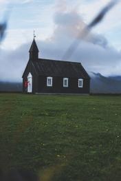 L'église de Búðarkirkja a été érigée en 1703 par Bent Lárusson. Elle a été reconstruite par Steinunn Sveinsdóttir en 1848.