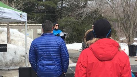 C'est au Parc du Grand-Coteau, le 24 mars 2019, que Marie-Claude Ouellet, entraîneuse chez Cardio Plein Air, a introduit l'activité du Défi Santé au public avec quelques mots au début de l'événement. Photos: Allyfer Henley Rochon.